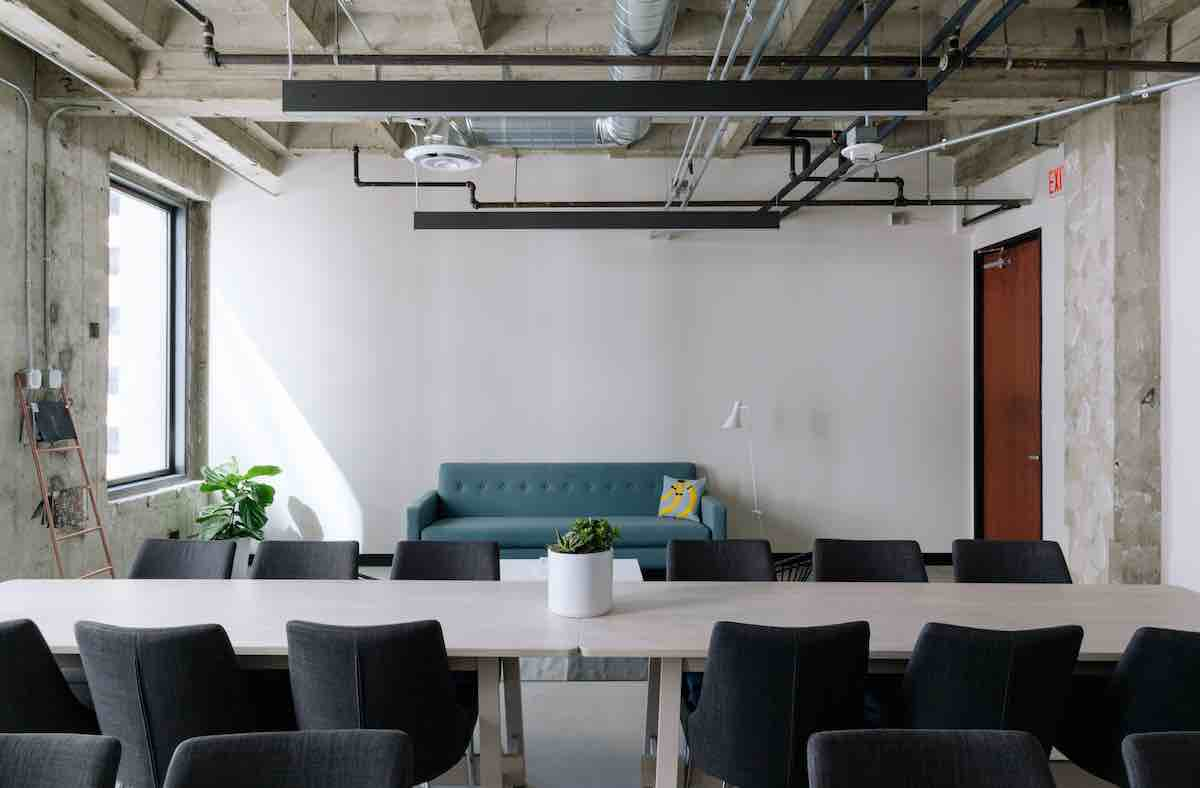 Office furniture rundown – are they run-down? - Geyen Group South